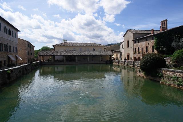 Bagno vignoni parco dei mulini for O bagno vignoni