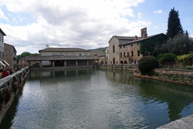 Bagno vignoni parco dei mulini - Bagno vignoni immagini ...